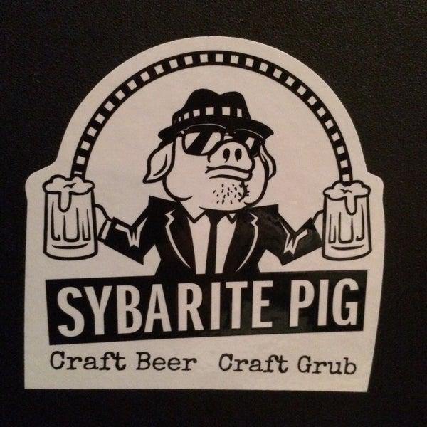 Снимок сделан в The Sybarite Pig пользователем heather b. 2/22/2015