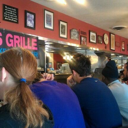 Foto tirada no(a) Pete's Grille por Rosemary V. em 10/13/2012