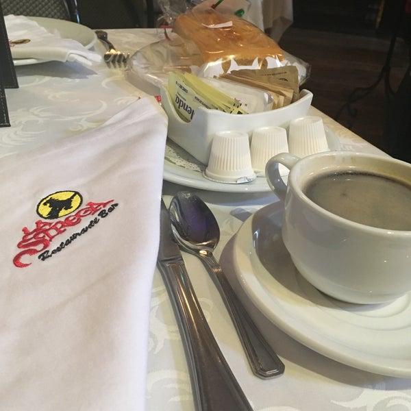 Foto scattata a Restaurante & Bar La Strega da belem l. il 12/30/2017