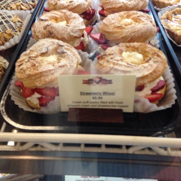 Foto diambil di Swiss Haus Bakery oleh Danielle pada 3/19/2014