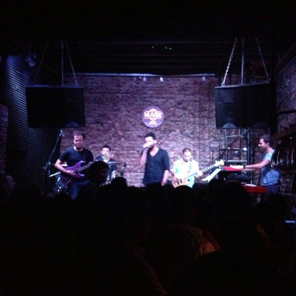 Foto diambil di Mask Live Music Club oleh Deniz Y. pada 8/10/2013