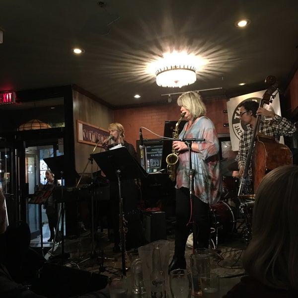 10/8/2016にSophie P.がThe Rex Hotel Jazz & Blues Barで撮った写真