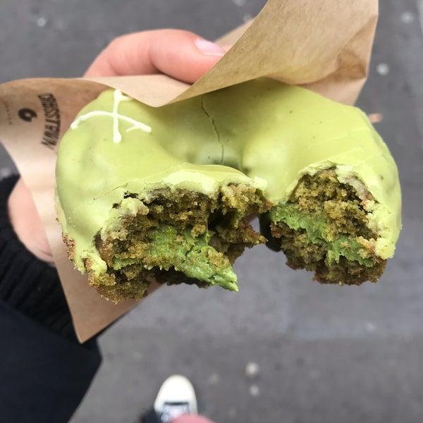 Foto diambil di Crosstown Doughnuts & Coffee oleh Sophie P. pada 1/3/2019