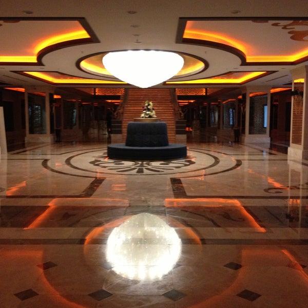 รูปภาพถ่ายที่ Cratos Premium Hotel & Casino โดย Gokce E. เมื่อ 5/5/2013
