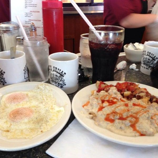 Foto tirada no(a) Pete's Grille por Jerry L. em 6/22/2013