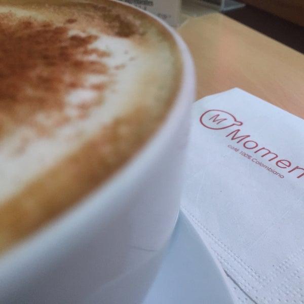 Foto tirada no(a) Momentto Café 100% Colombiano por Grace J. em 12/1/2016