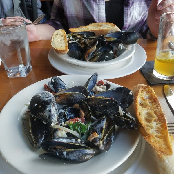 Chowder & mussels are delicious