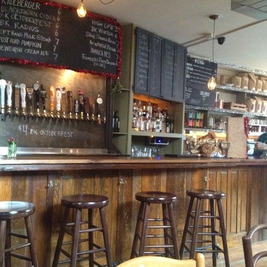 รูปภาพถ่ายที่ The West—Coffeehouse & Bar โดย Tom P. เมื่อ 11/30/2012