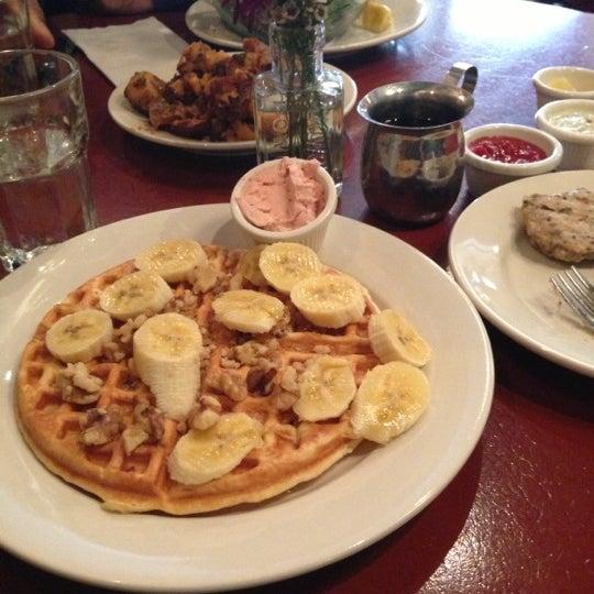 4/26/2013 tarihinde Christina Marie C.ziyaretçi tarafından Good Enough to Eat'de çekilen fotoğraf