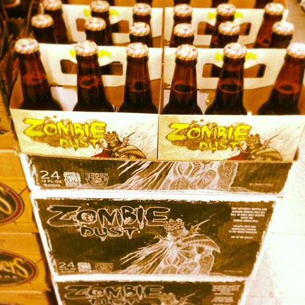 12/14/2012 tarihinde Brandon W.ziyaretçi tarafından Fischman Liquors & Tavern'de çekilen fotoğraf