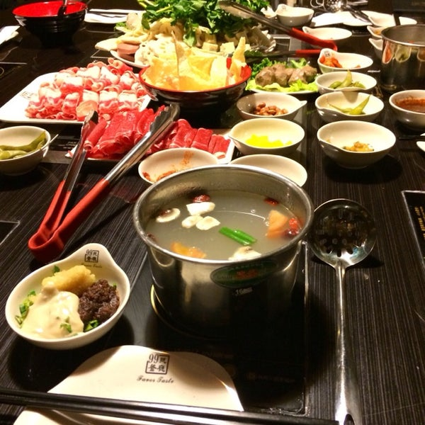 Foto diambil di 99 Favor Taste 99號餐廳 oleh douglas pada 3/8/2014