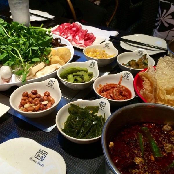 Foto diambil di 99 Favor Taste 99號餐廳 oleh douglas pada 3/13/2014