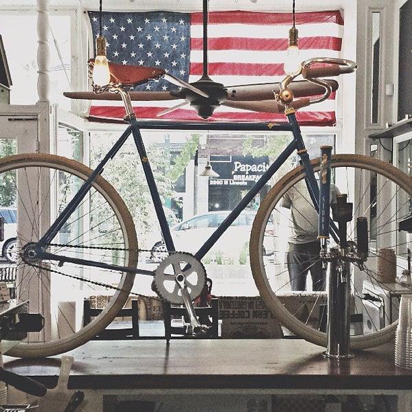 รูปภาพถ่ายที่ Heritage Bicycles โดย Heritage B. เมื่อ 7/23/2013