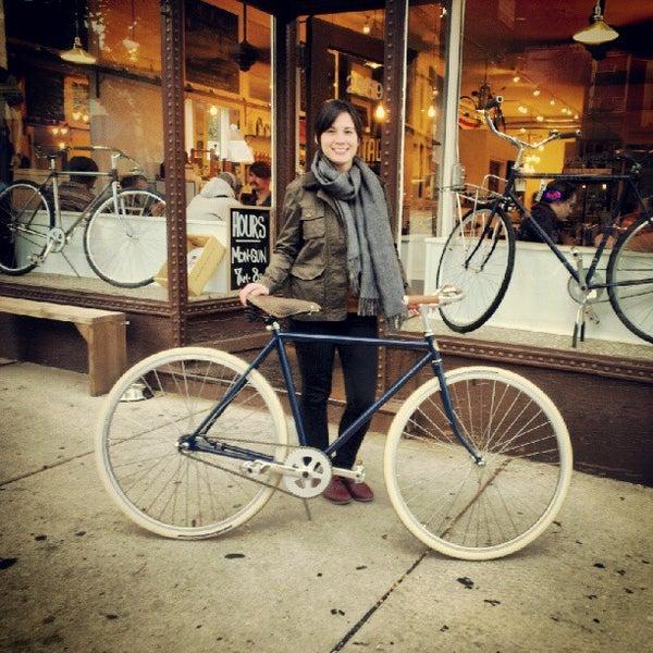 รูปภาพถ่ายที่ Heritage Bicycles โดย Heritage B. เมื่อ 9/18/2012