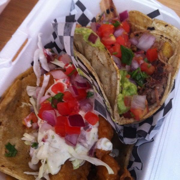 Снимок сделан в Seven Lives - Tacos y Mariscos пользователем Anum K. 7/25/2013