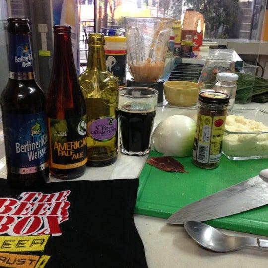 Foto tomada en The Beer Box por BeerBox STAFF el 2/26/2013