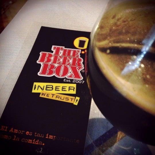 Foto tirada no(a) The Beer Box por BeerBox STAFF em 2/25/2013