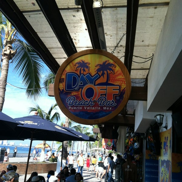 Photo prise au Day Off Beach Bar par Colleen C. le12/29/2012