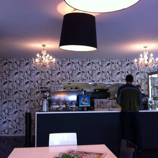 Foto tirada no(a) Tuihana Cafe. Foodstore. por Billy Y. em 11/10/2012