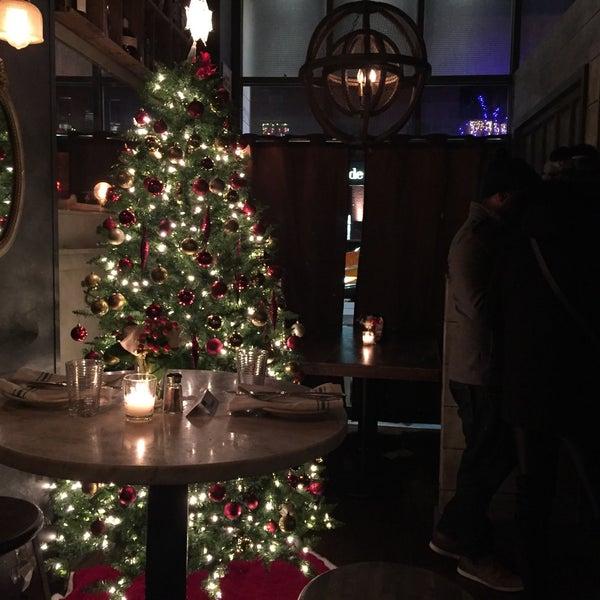 Foto scattata a Whitman & Bloom da Dasha S. il 12/17/2016