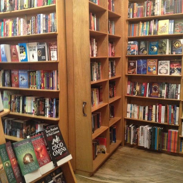 Photo prise au Kramerbooks & Afterwords Cafe par Mike E. le3/30/2013