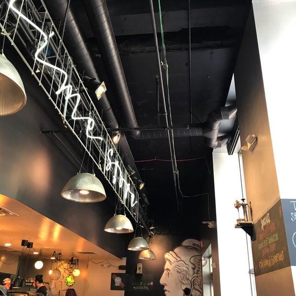 10/20/2017 tarihinde Kyle H.ziyaretçi tarafından Dime Store'de çekilen fotoğraf