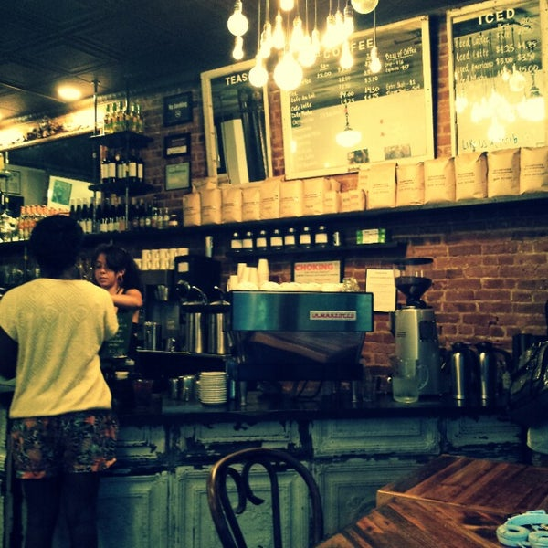 Das Foto wurde bei Lenox Coffee von D. am 6/17/2013 aufgenommen