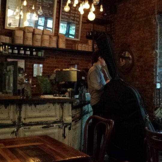 Das Foto wurde bei Lenox Coffee von D. am 6/8/2013 aufgenommen