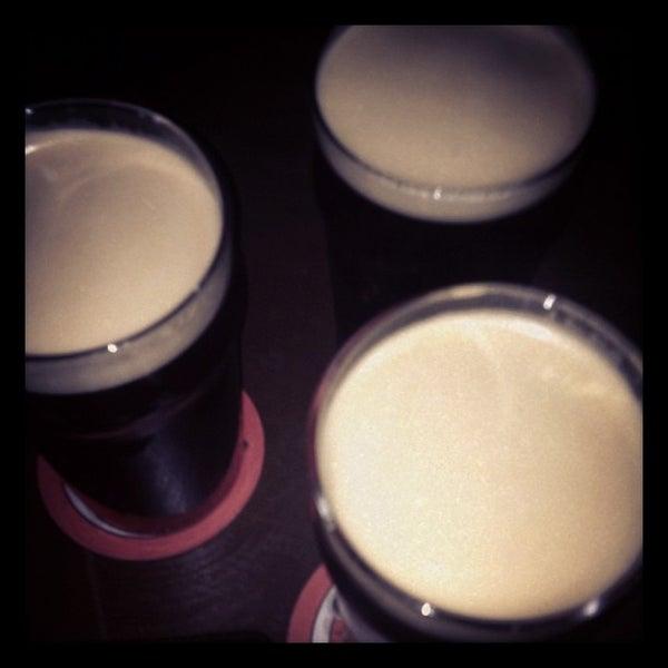 Foto diambil di All Black Irish Pub oleh Eduardo pada 9/28/2012