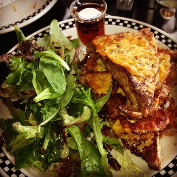 9/22/2012 tarihinde David A.ziyaretçi tarafından SCHOOL Restaurant'de çekilen fotoğraf