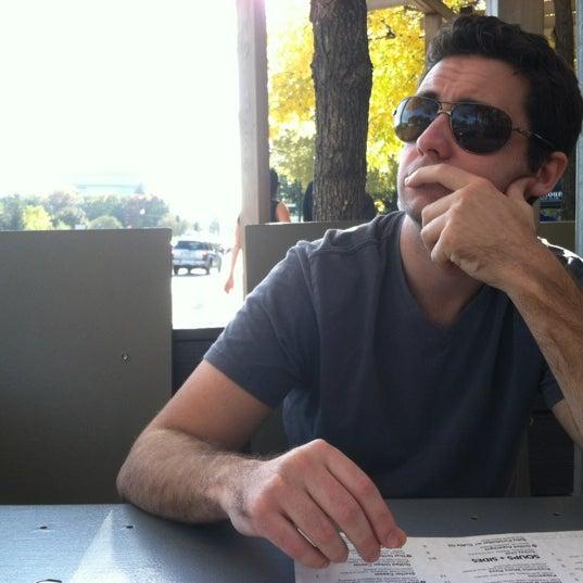 9/29/2012 tarihinde Caitlin B.ziyaretçi tarafından Urban Eatery'de çekilen fotoğraf