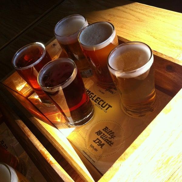 Foto tirada no(a) SingleCut Beersmiths por Billy K. em 4/13/2013