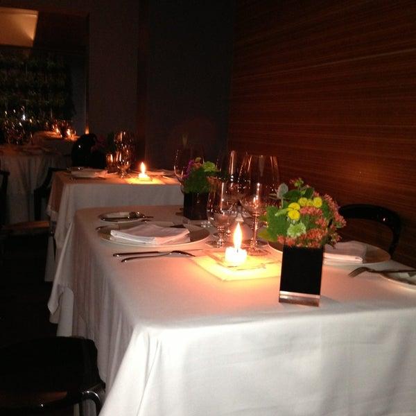รูปภาพถ่ายที่ Jaso Restaurant โดย Luis G. เมื่อ 7/26/2013