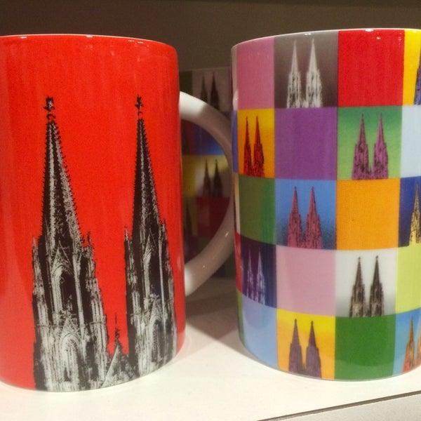 Take away Cologne - Köln zum Mitnehmen. Die Domstadt gedruckt auf T-Shirts, Tassen und Karten oder in Büchern beschrieben. Dazu eine freundliche Beratung und viele Ausflugstips direkt am Dom.