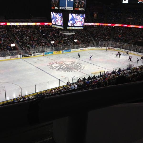 4/27/2013 tarihinde Fraser K.ziyaretçi tarafından Northlands Coliseum'de çekilen fotoğraf