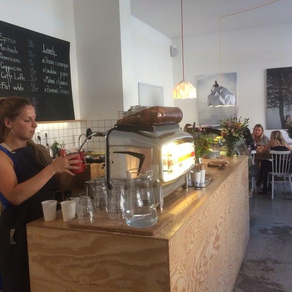 Foto diambil di Mikyna Coffee & Food Point oleh Tom B. pada 7/30/2017