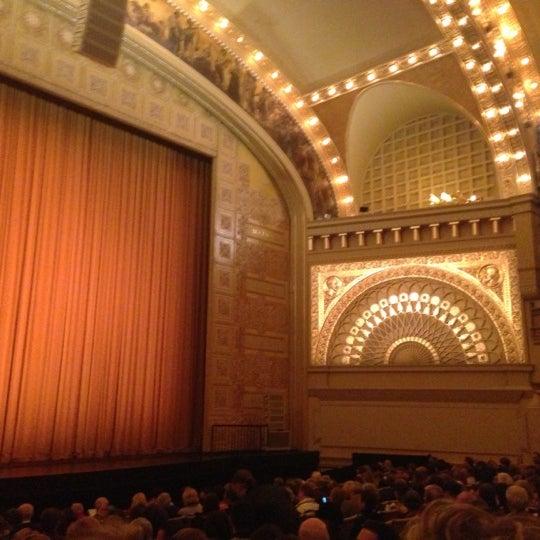 Foto diambil di Auditorium Theatre oleh Jen K. pada 11/3/2012