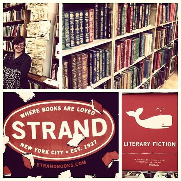 Das Foto wurde bei Strand Bookstore von Joy M. am 3/25/2013 aufgenommen