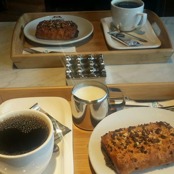 Das Foto wurde bei Cascada Coffee von Emine B. am 8/31/2016 aufgenommen