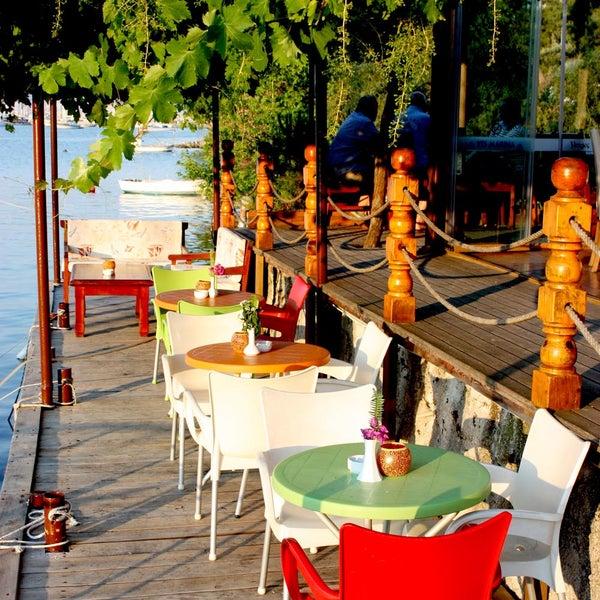Photo prise au Fethiye Yengeç Restaurant par Fethiye Yengeç Restaurant le2/19/2016