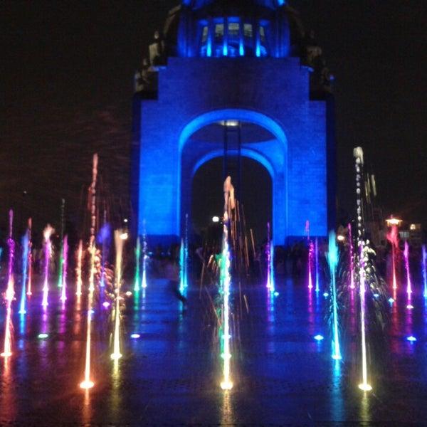 Foto tomada en Monumento a la Revolución Mexicana por Ingrid G. el 4/6/2013