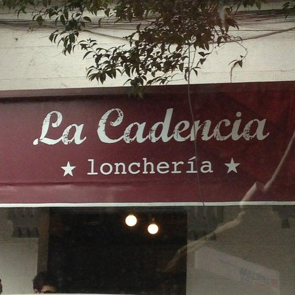 Foto tirada no(a) La Cadencia Lonchería por Andres N. em 7/4/2013