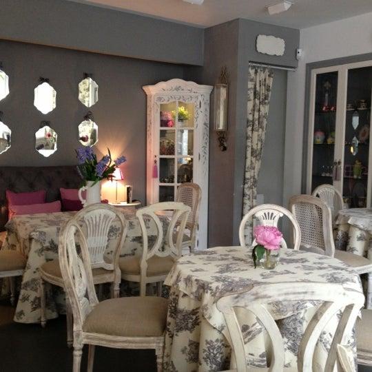 Foto scattata a Margó salón de té da Laura V. il 11/21/2012
