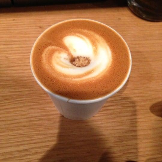 Foto tomada en Ports Coffee & Tea Co. por Alan Z. el 10/27/2012