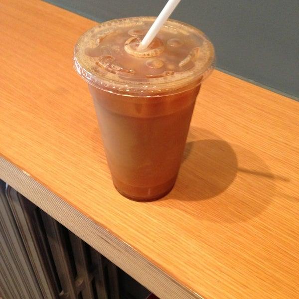 Foto tomada en Ports Coffee & Tea Co. por Alan Z. el 6/1/2013