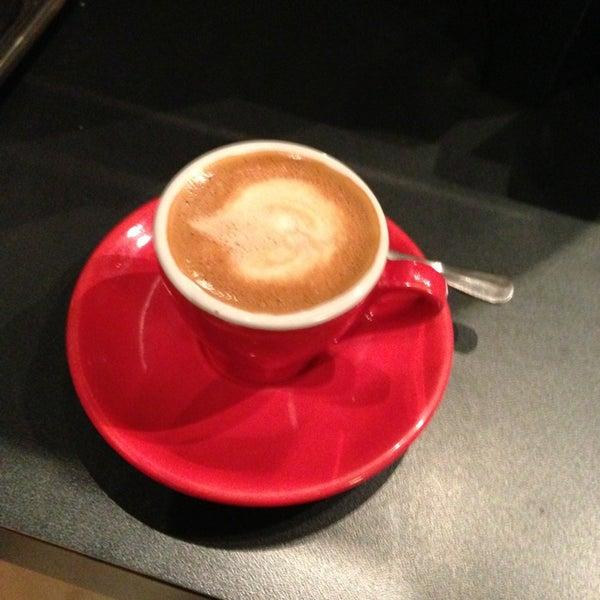 Foto tomada en Ports Coffee & Tea Co. por Alan Z. el 1/2/2013