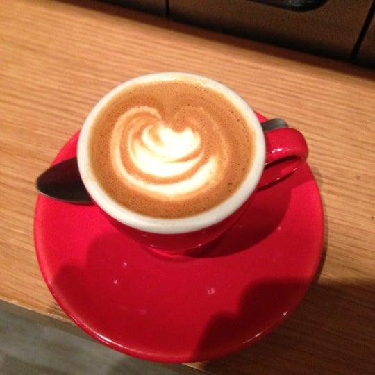 Foto tirada no(a) Ports Coffee & Tea Co. por Alan Z. em 10/24/2012