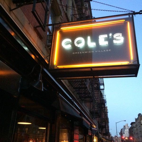 Photo prise au Cole's Greenwich Village par 💥💱Ashwin D. le3/31/2014