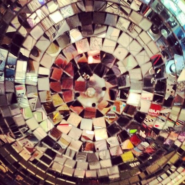 5/3/2013에 Denis P.님이 Baza Record Shop에서 찍은 사진