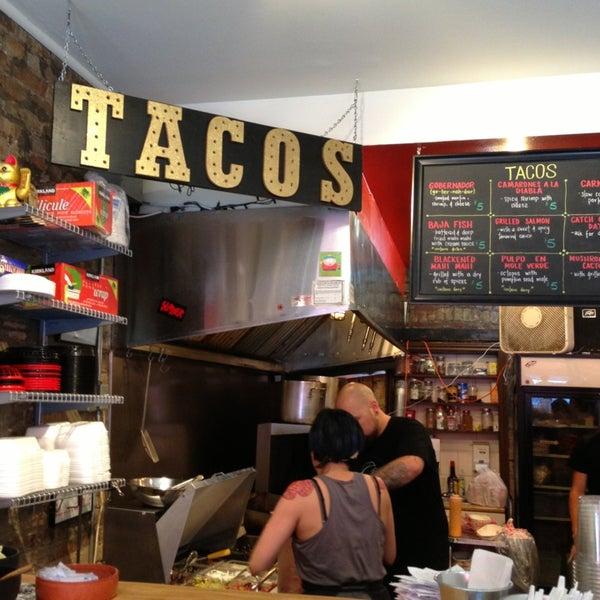 Снимок сделан в Seven Lives - Tacos y Mariscos пользователем Amanda B. 7/6/2013